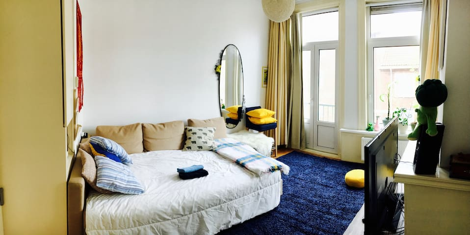 Colourful double bedroom - Amsterdam - Daire