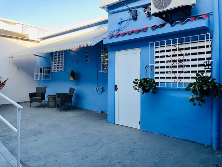 La Casita Azul Beach House /Steps to the beach!