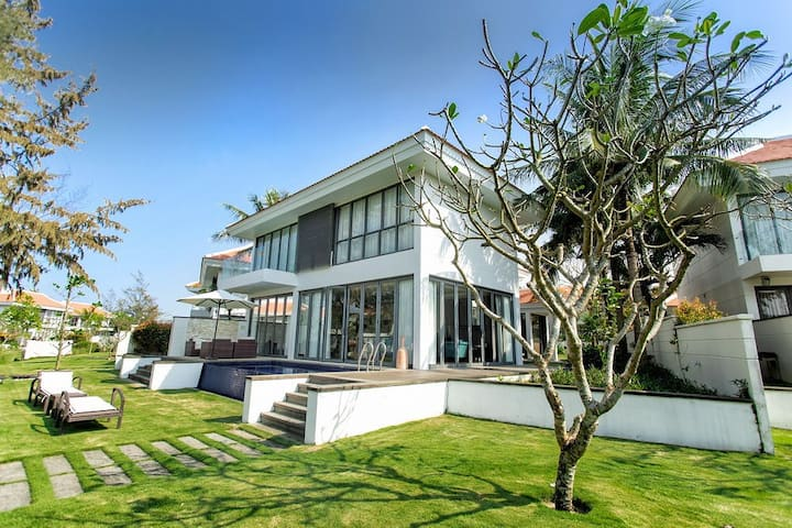 Luxury Villa 4BRs w/ Private Pool @ 5* resort