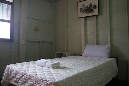 Wooden BR near Elephant Roundup - Tambon Nai Mueang - Bed & Breakfast