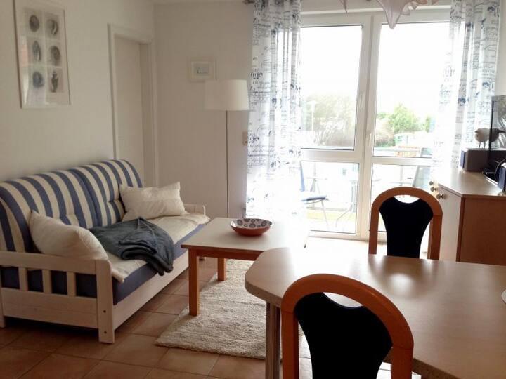 Zingst für Zwei:  Wohnung mit Balkon in Strandnähe