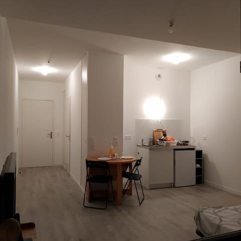 Gorgeous New apartment, 5mn walk to metro line 5