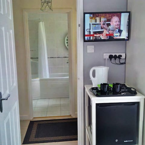 Beverage Bar, Silent Fridge and TV
