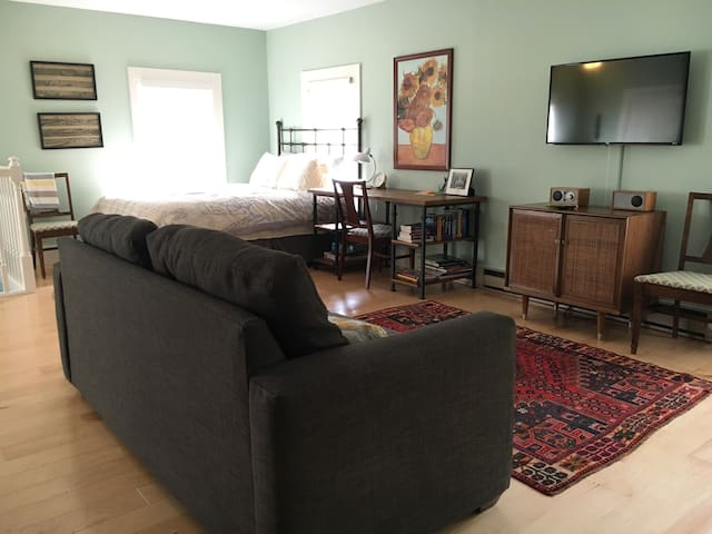 Traveler's Loft - Walkable & Private, WiFi - Yellow Springs - Appartement