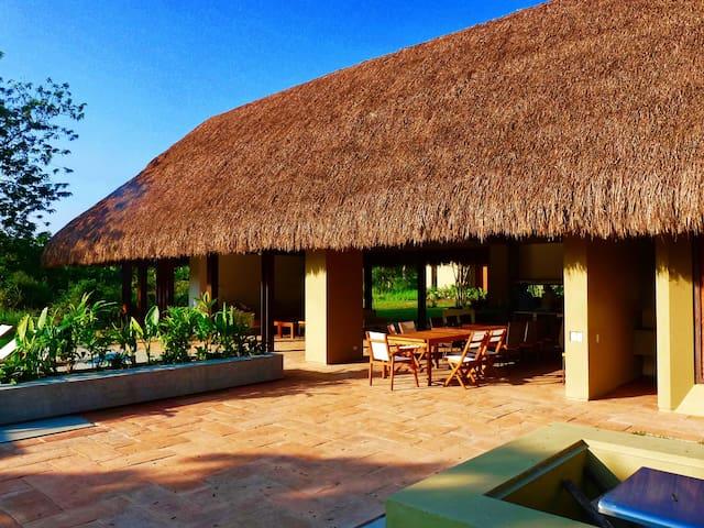 Espectacular casa 5* en Mesa de Yeguas para 20 p