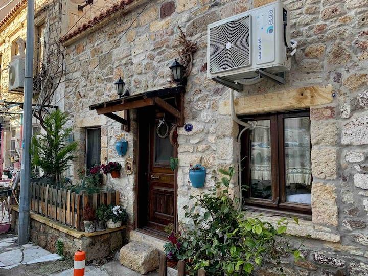 Foça Taş Ev / Foça Stone House