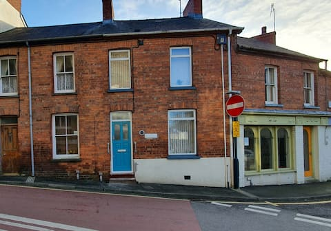 Cardigan Townhouse: 2 bedroom terraced house