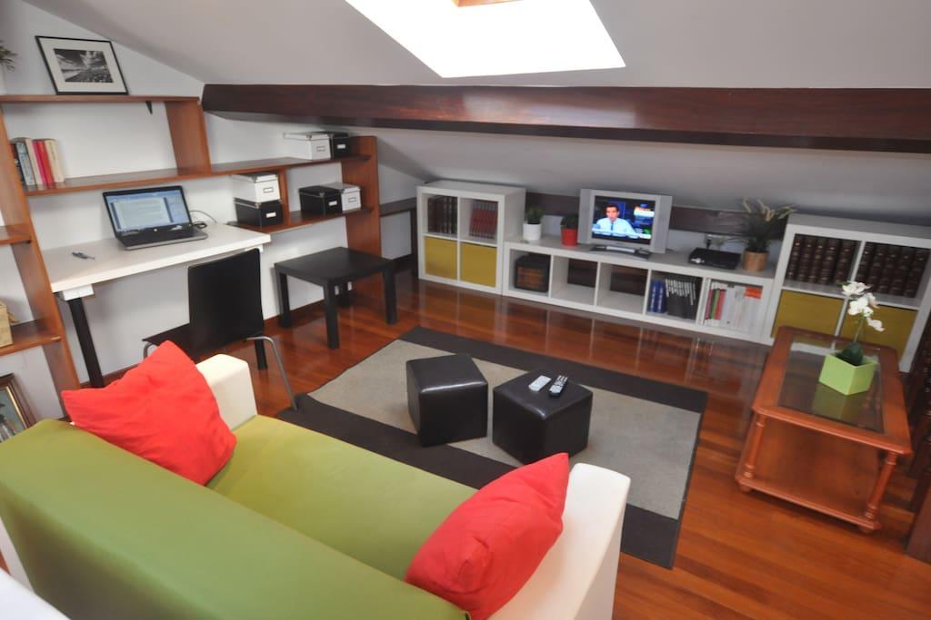 Cozy under roof long term prices departamentos en - Estudios santiago de compostela ...