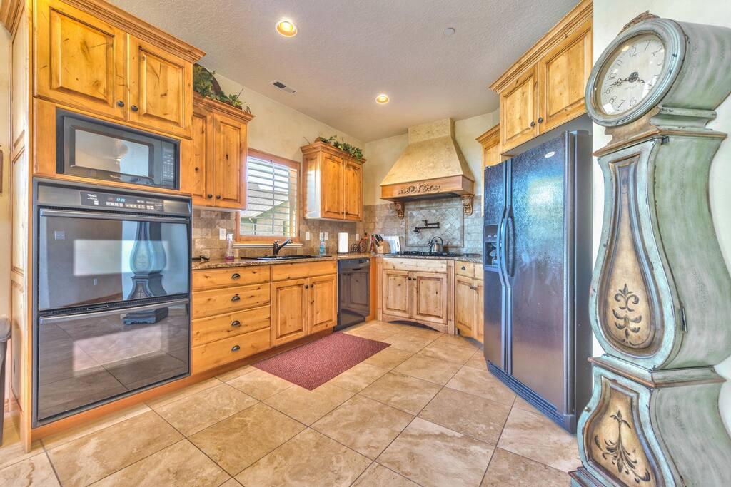 Utah Lodging / C505 / Main Level / Kitchen