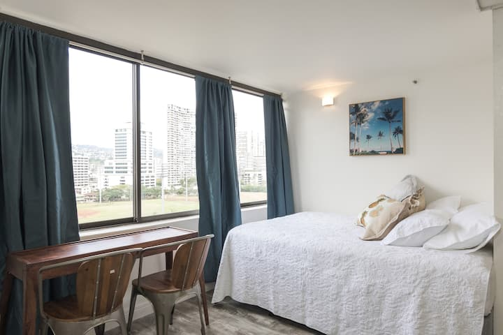 Paradise Views ** clean ** Private Room