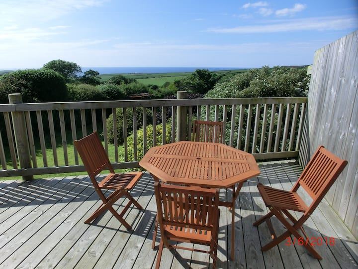 Pengaverne Cottage with panoramic sea view