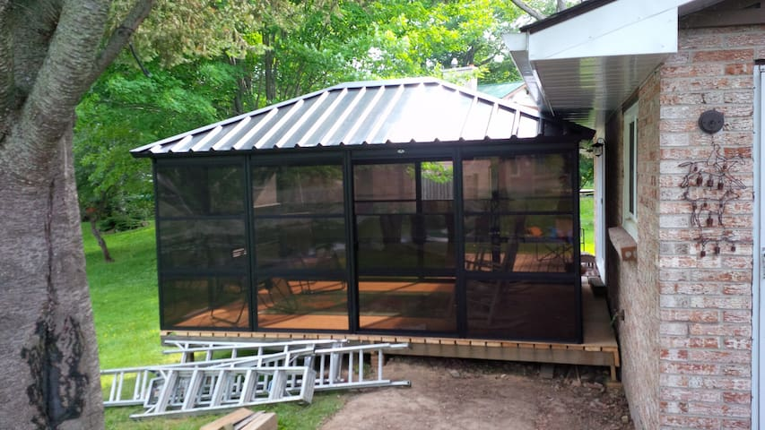 Waterfront Getaway - Bobcaygeon - Cabin