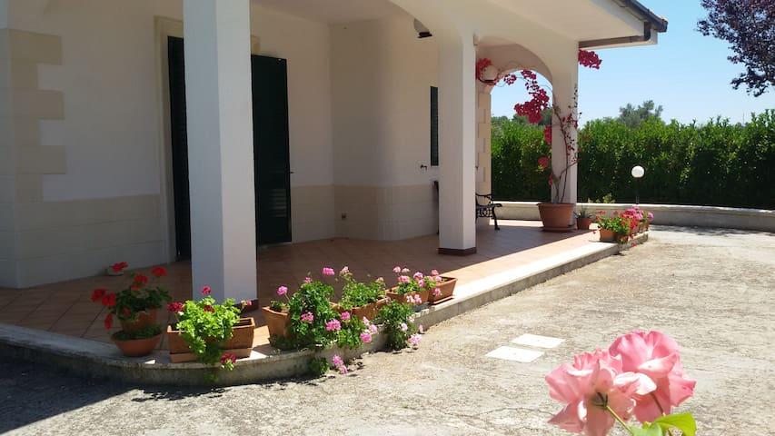 Villetta con parco per famiglie - Maglie - Villa