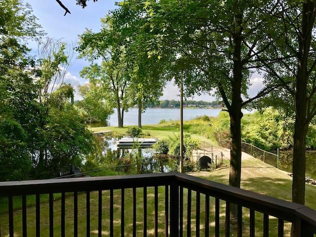 Island Inn a Lakehome on Sylvan/Otter Lake