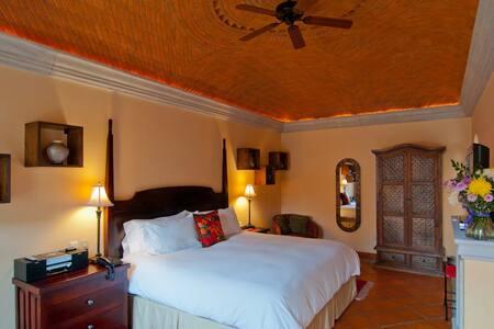 Room 1 - Mata Ortiz