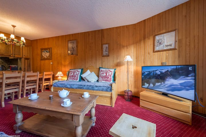 OFFER Courchevel 1850 - Attractive sunny apartment ski in and ski out