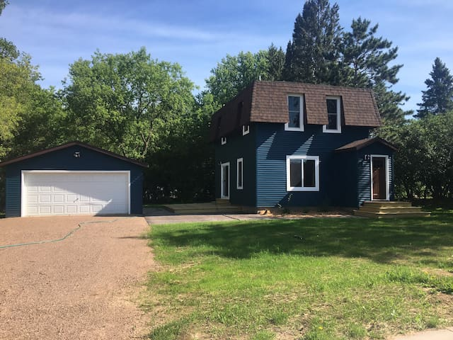 Single room w/twin bed and desk in remodeled home.