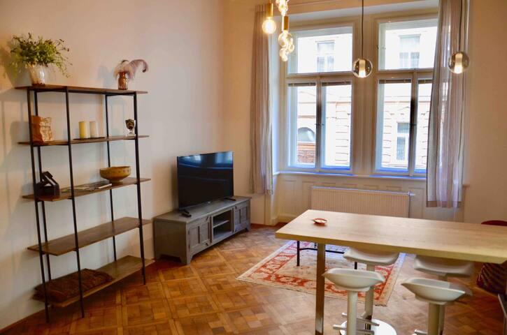 New modern Vinohrady apartment, city centre