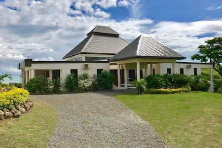 Luxury Pool Villa Fiji 2 - Sleeps 12 to 14