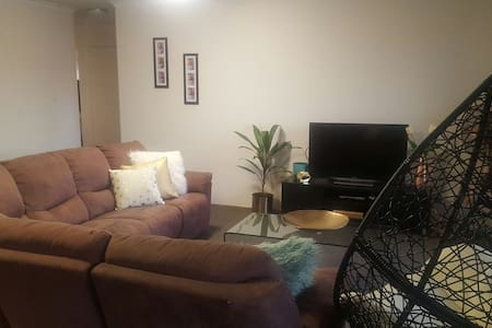 Private room in Clayfield - Clayfield - Apartment