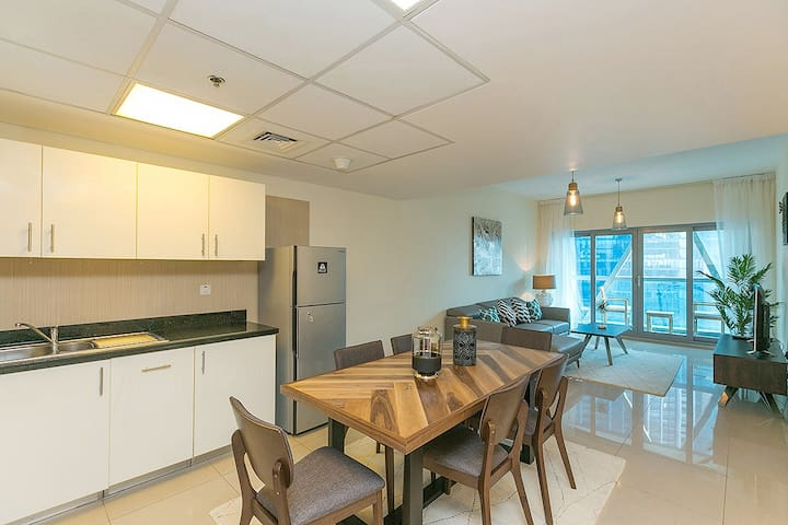 Large 1BR Apartment in Park Towers