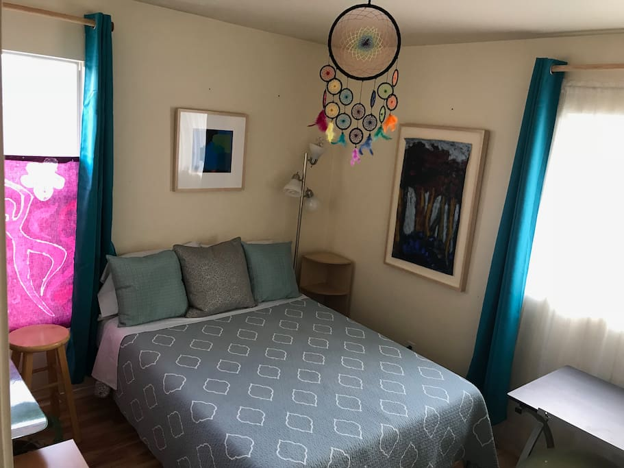 Guest room with full bed