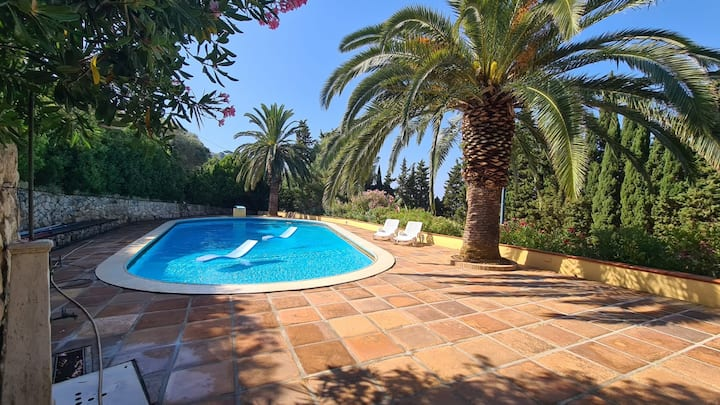 Fantastic Villetta Venere with Sea View, Wi-Fi and Shared Pool; Parking Available