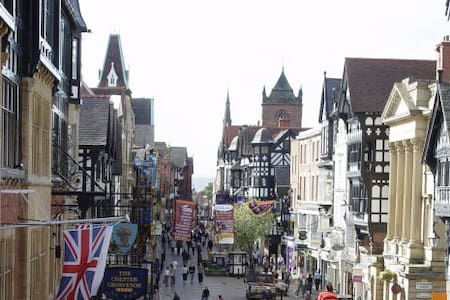 Lovely Dble room with Full Eng Breakfast, Chester. - 체스터(Chester)