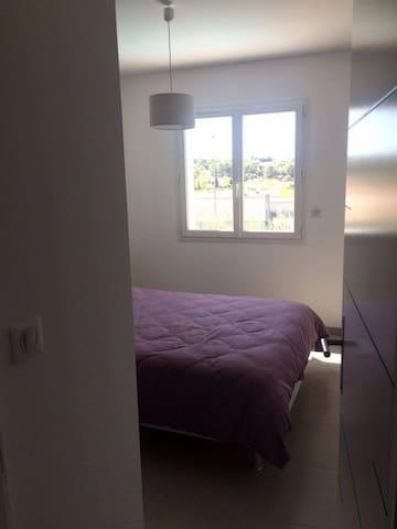 Chambre dans villa récente - Poulx - Villa