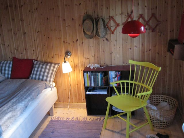 UNIQUE COTTAGE NEAR TRAIN AND BEACH!!! - Klampenborg - Mökki