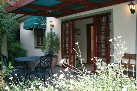 Guineafowl Cottage - Cape Town