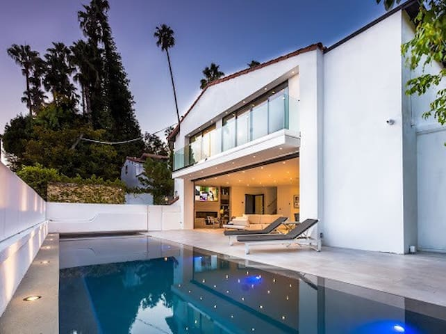 BEVERLY HILLS GATED COMMUNITY RARE,  3 BED HOME