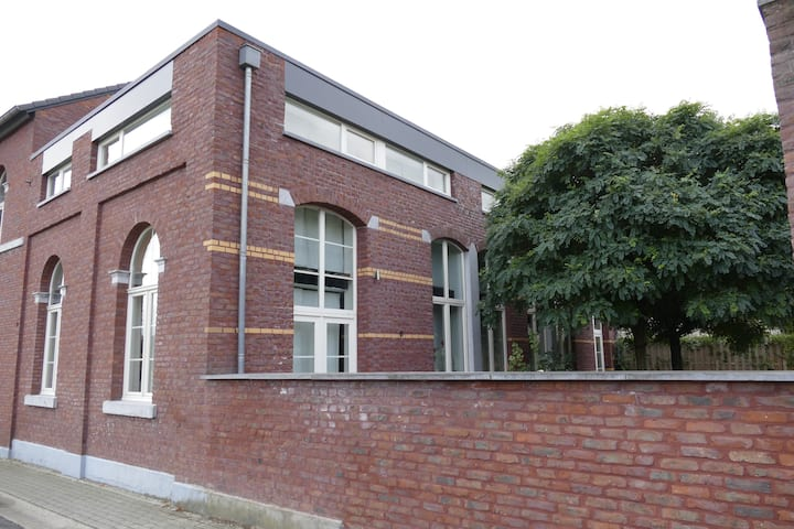 4 pers old school appartment nearby Liege