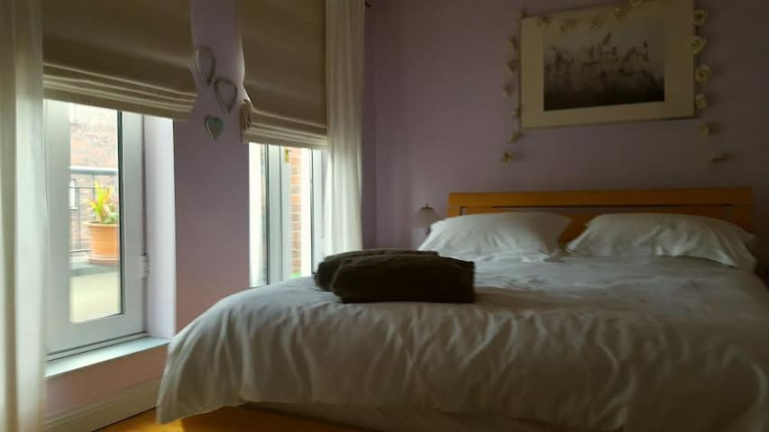 Private comfortable double bedroom with ensuite - Blanchardstown - Huis