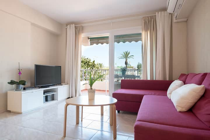 Apartment few minutes away from beach and Marina