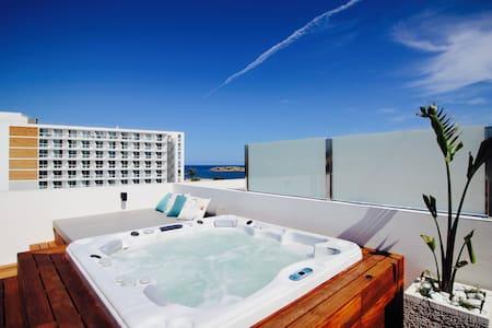 Amazing penthouse with jacuzzi - Ibiza
