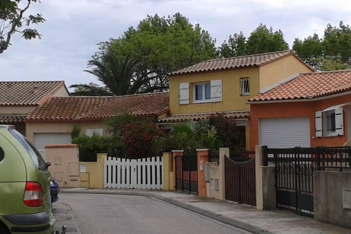 la maison jaune soleil