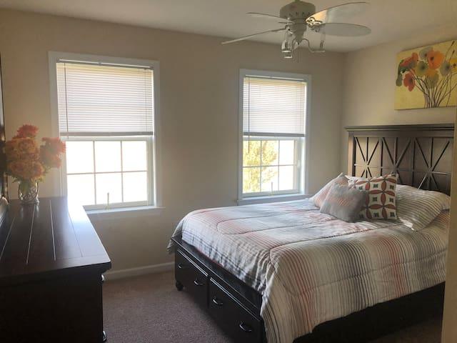 Bedroom #3- queen bed