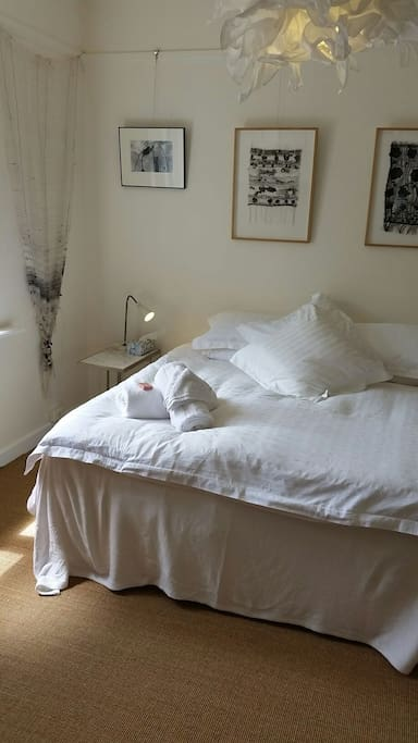 Light and north facing guestroom. Please ask whether you require a queen or two singles instead? An added mattress on the floor?