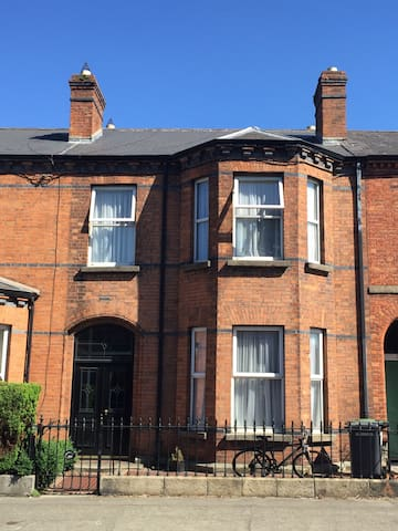 King Sized bed, comfy home, near City Centre - Dublin - House