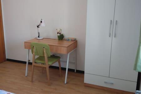 人大西门 地铁附近温馨两居室 可整租可租单间 朝南 - ปักกิ่ง - อพาร์ทเมนท์
