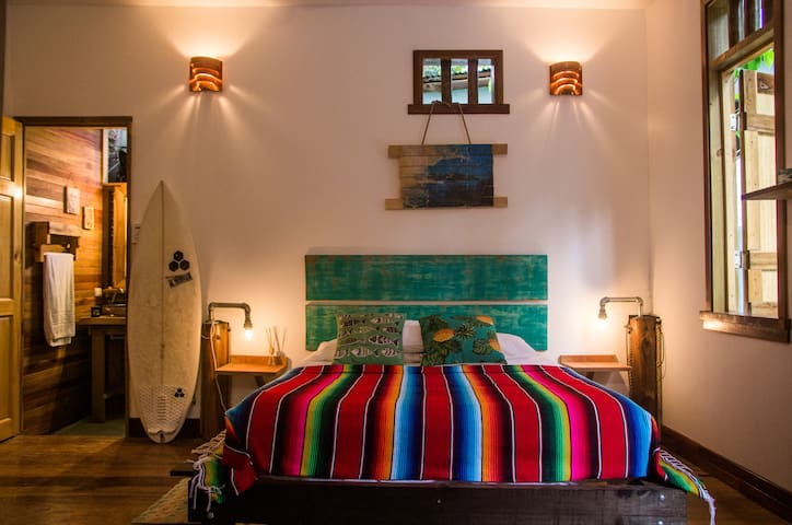 Prime location artistic / 1 min to best surf break - Santa Teresa Beach - Bed & Breakfast