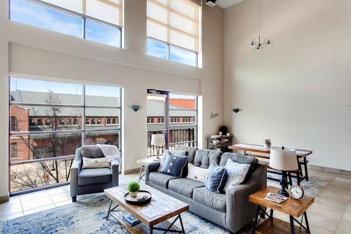 Lofted Condo | Downtown | Parking & Security