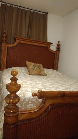QUEEN BED(trundle twin)PERFECT LOCATION3M-BEACH.R2