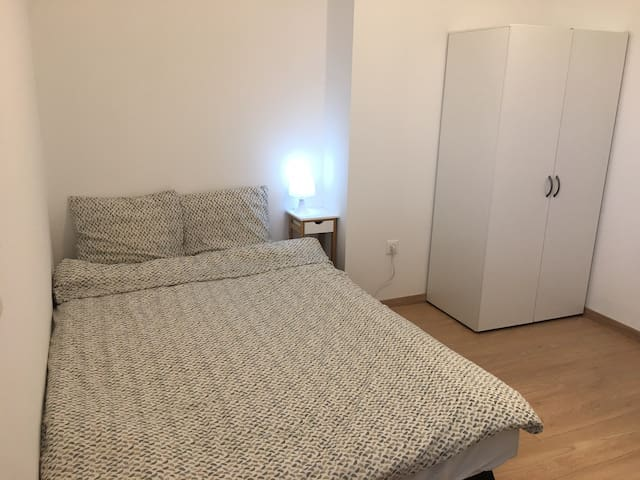 New, bright, cozy room near tram way and centre
