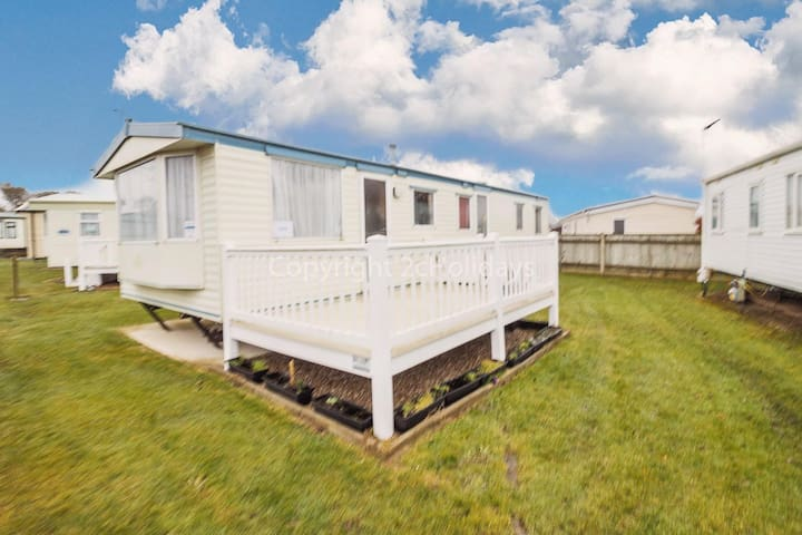 8 berth caravan for hire with decking at Cherry tree park Norfolk ref 70717C