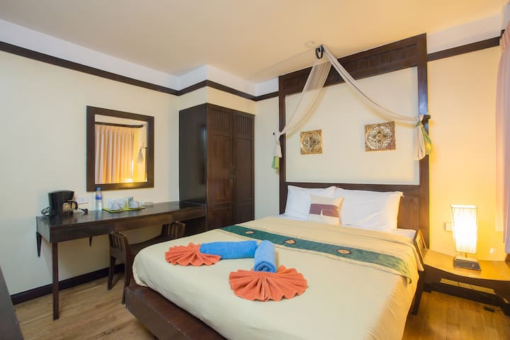 Economic Queen Size BedRoom - Patong - Bed & Breakfast