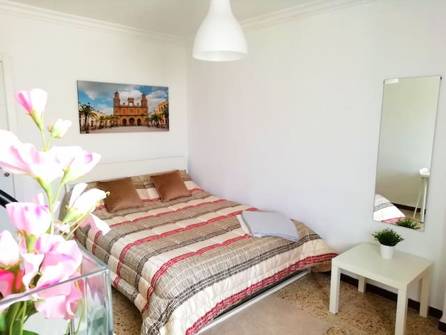 Enjoy the beach! 2 rooms for 3 persons