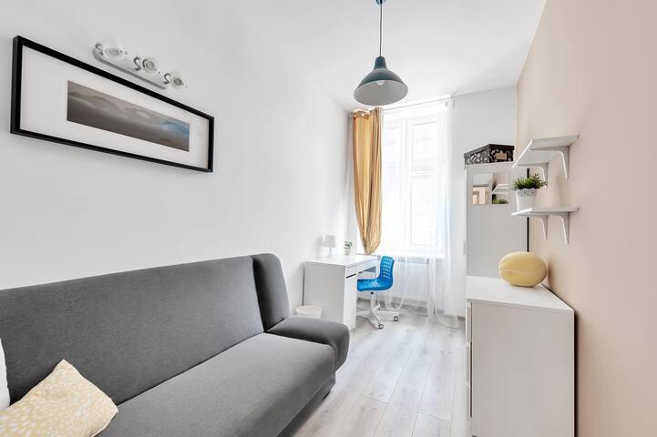 Bright Room2 @Lodz-Fabryczna