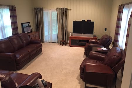 Lovely apartment in private home - Concord